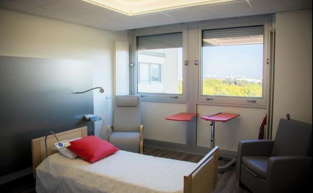 gaine tête de lit avec éclairage, chambre d'hébergement hospitalier